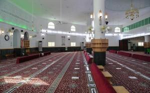 """الشؤون الإسلامية تغلق 17 مسجداً مؤقتاً في 7 مناطق بعد رصد 17 إصابة بـ""""كورونا"""" بين المصلين"""