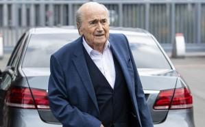 فيفا يعلن إيقاف بلاتر وجيروم فالكه من مزاولة جميع أنشطة كرة القدم لمدة 6 سنوات