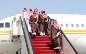 وزير الخارجية يصل الدوحة في زيارة رسمية ويبحث مع أمير قطر العلاقات الثنائية بين البلدين