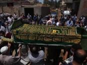 متوفى يتحرك داخل الكفن أثناء صلاة الجنازة بمصر