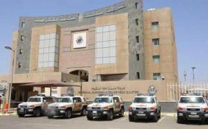 الإطاحة بـ6 أشخاص استدرجوا رجلاً وامرأتين واحتجزوهم داخل شقة بهدف الابتزاز في مكة