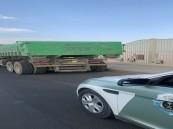 ضبط قائد شاحنة تسبب في كسر زجاج المركبات بالمدينة المنورة