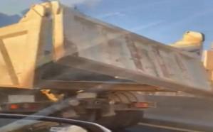 المرور يعلن ضبط قائد شاحنة عرض المارة للخطر