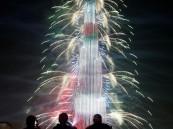 شاهد.. دبي تستقبل العام الجديد بالاستعراضات والألعاب النارية