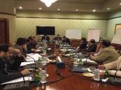 وفد الحكومة اليمنية في مشاورات الكويت يطالب بالإفراج عن شاحنات أدوية محتجزة لدى الانقلابيين