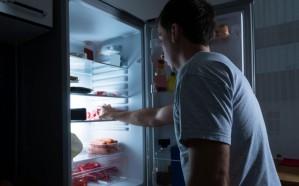احترس.. «الأكل قبل النوم» يسبب 3 أمراض خطيرة