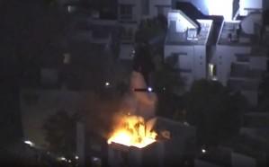 مروحية تخمد نيراناً مشتعلة بمبنى سكني في ثوانٍ