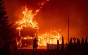 694 قتيلاً ومفقوداً جراء الحرائق في كاليفورنيا وترامب يزور الولاية