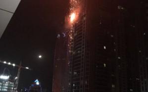 شاهد .. حريق في أحد الأبراج بمنطقة المارينا في دبي