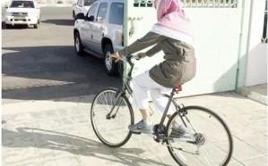 معلم رياضيات سعودي يذهب إلى مدرسته يومياً بالدراجة الهوائية