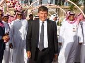 القنصل الأمريكي يزور مهرجان الورد ويبدي استعداد القنصلية لعقد شراكات مجتمعية