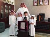أولياء الأمور يكرمون المعلم عبدالباري الحفظي بخميس مشيط