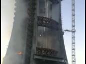 شاهد .. النار تلتهم برج توازي مياه بخميس مشيط