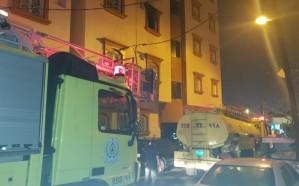 بالصور.. نشوب حريق بشقة سكنية مكونة من 5 أدوار.. ومدني خميس مشيط يسيطر