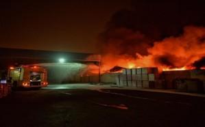 شاهد: اندلاع حريق بمصنع أثاث بالمنطقة الصناعية.. ومدني حائل يباشر