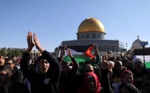 بالصور.. اشتباكات قوات الاحتلال مع المتظاهرين الفلسطينيين خلال مسيرات احتجاجية على قرار ترامب