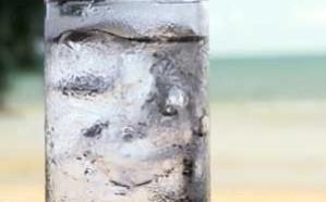 شرب الماء بهذه الطريقة يعرض للوفاة