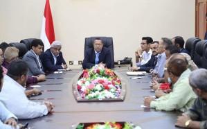 الحكومة اليمنية تكشف عن عمليات نهب للمساعدات الانسانية 