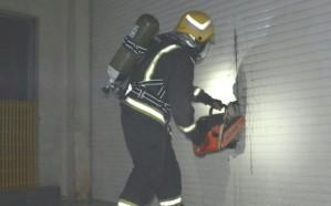 شاهد.. حريق في مصنع للتغليف والتذهيب بالمنطقة الصناعية الأولى