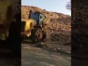"""فيديو.. أمير مكة يتخذ قرار حاسم بشأن أشجار """"تَبَرُّك المعتمرين"""" وأحجار """"الشِّرْك"""" ببني سعد"""