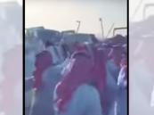 شاهد.. مضاربة جماعية بالسلاح الأبيض في سوق الإبل بالأحساء