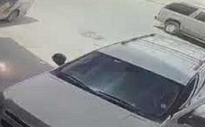 فيديو.. لحظة سرقة لص لسيارة في وضع التشغيل بالرياض.. وهذا مافعله السائق!