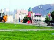مواطن يقوم بإتلاف حديقة عامة بحي الصفا.. وأمانة جدة تعلق