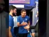 فيديو.. إدواردو يفاجئ المعلق فارس عوض بتقليد جملته الشهيرة قبل انطلاق السوبر