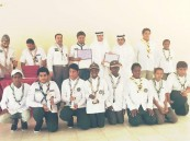 مدير النشاط الطلابي بتعليم جدة يتوج كشافة متوسطة المأمون البرية والبحرية بدروع التميز