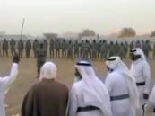 """بالفيديو.. زامل ترحيبي وقعود مع خمسة خراف من """"قبائل يام"""" في نجران للقوات المرابطة على الحدود تكريماً لهم"""