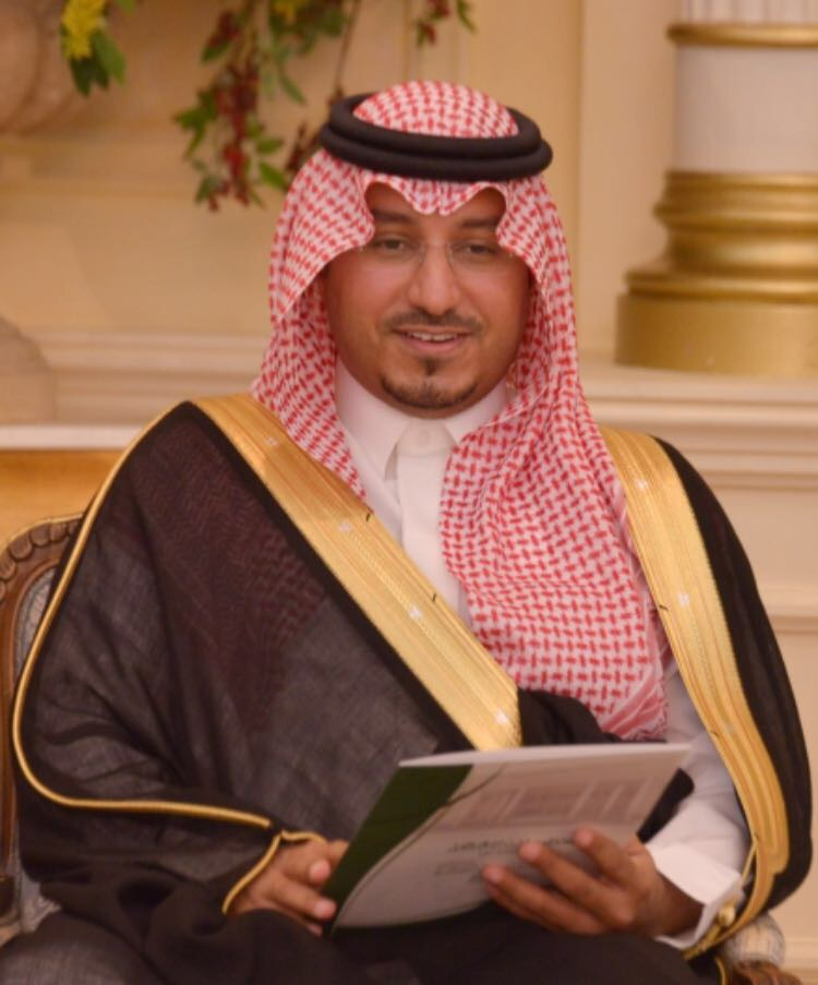 الشيخ سلطان النحيت يقدم واجب العزاء في وفاة الأمير منصور بن مقرن