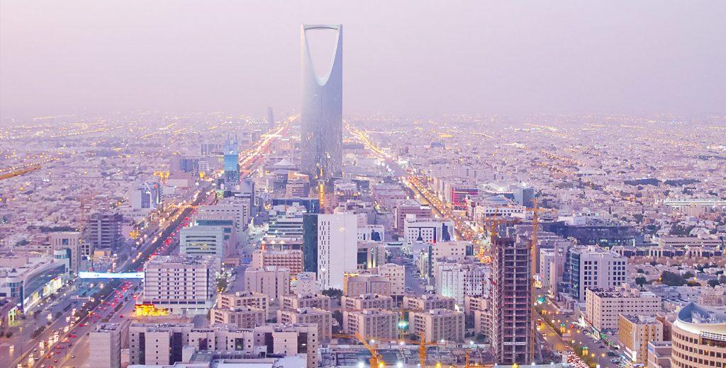 ضبط 32 وافدًا مخالفًا وإنذار 303 منشآت في الرياض