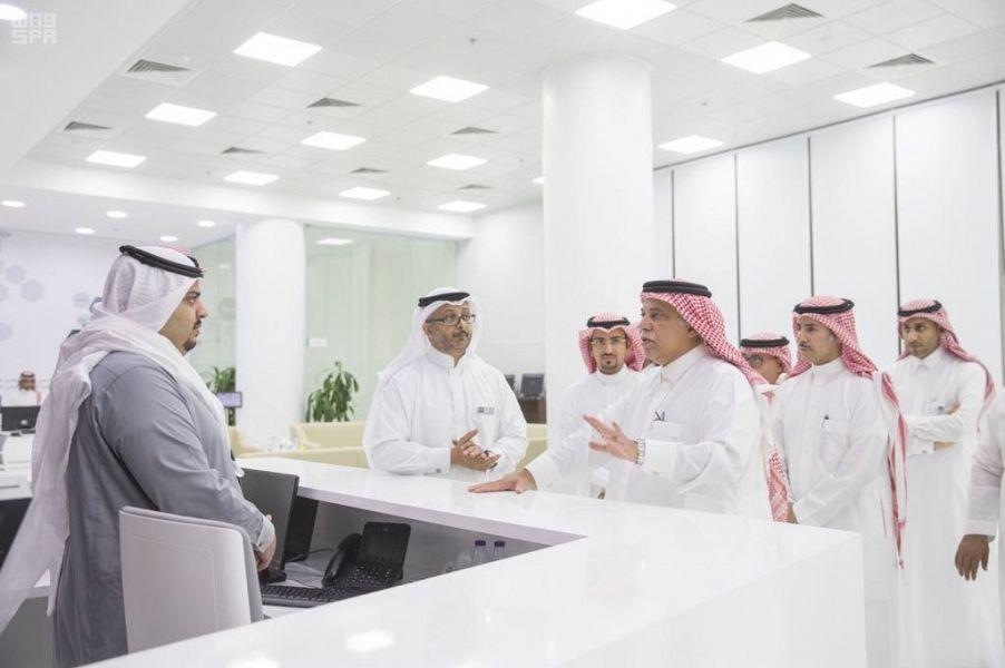 """القصبي يدشِّن مركز خدمة عملاء """"التجارة"""" في جدة"""