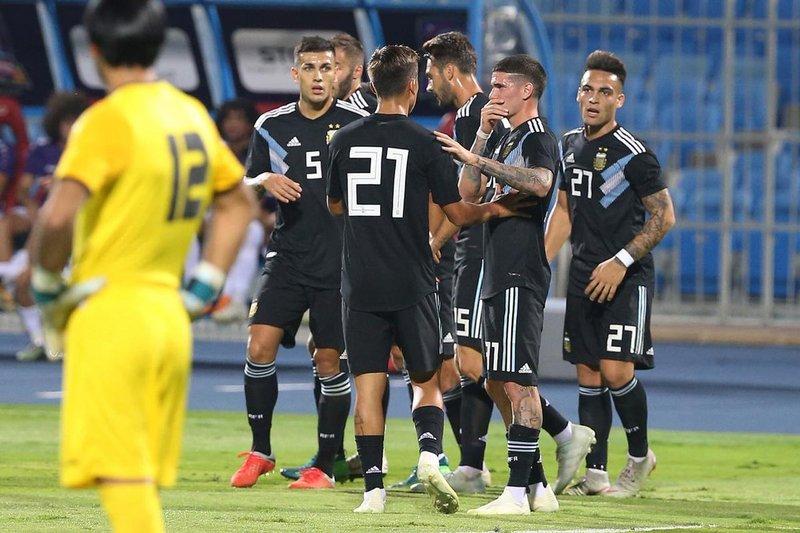 """المنتخب الأرجنتيني يفتتح """"السوبر كلاسيكو"""" بفوز عريض على العراق"""
