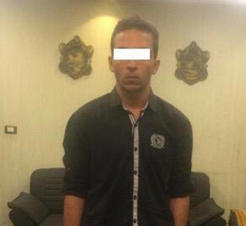 مصر.. طالب يمزق جسد معلمته بسكين