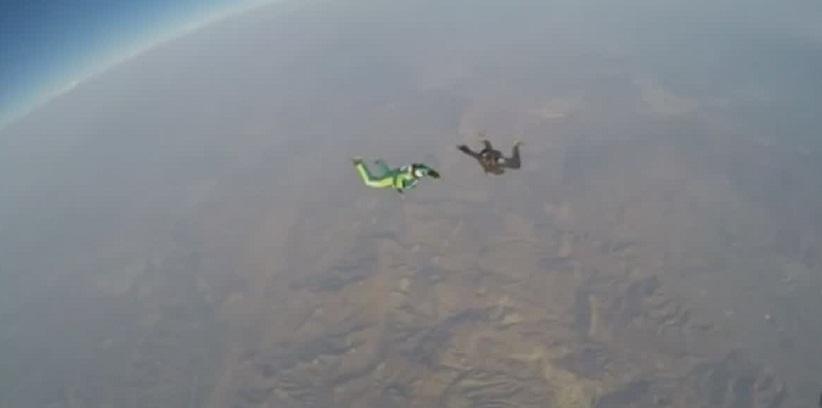 فيديو.. أعلى قفزة سقوط حر بدون مظلة من على ارتفاع 30 ألف قدم