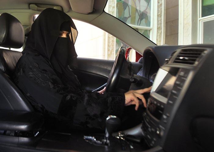 فيديو.. نساء يقدن السيارات في المملكة بعد تطبيق القرار رسميًا