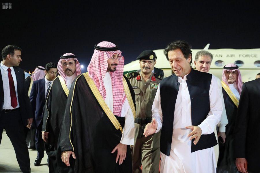 رئيس الوزراء الباكستاني يصل جدة
