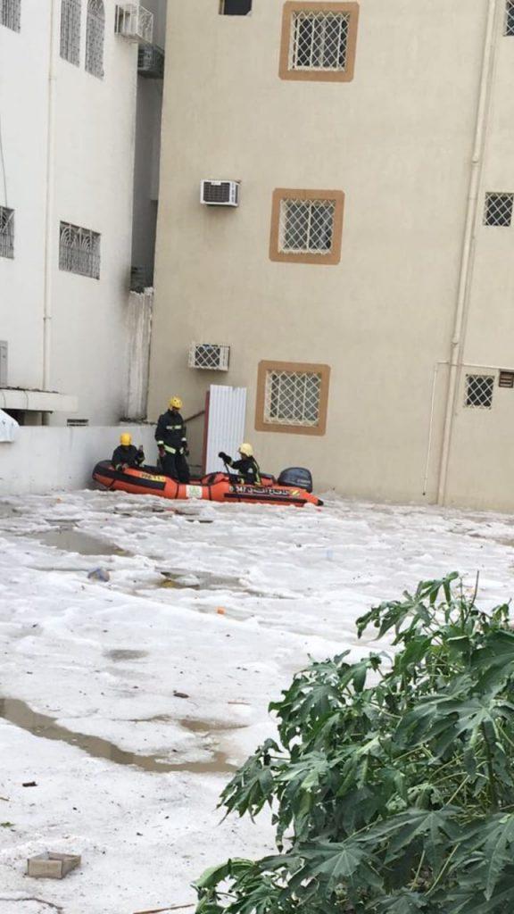 شاهد.. السيول تحاصر منازل حي الرصراص بالخميس