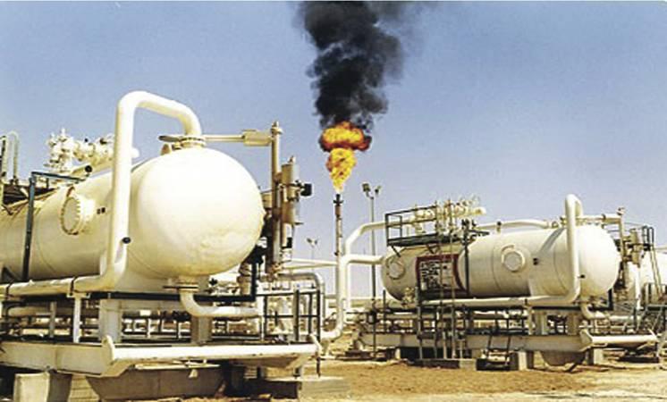 النفط يهبط دولارين للبرميل بفعل الضبابية بشأن تخفيض إنتاج أوبك