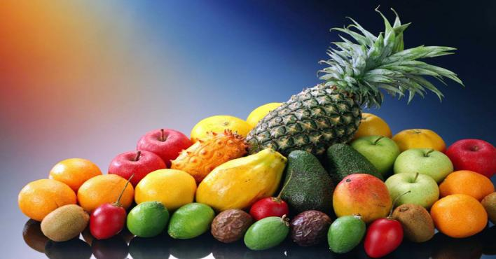 إخصائية تغذية تحذر: الإفراط في تناول الفاكهة يسبب أضرارًا كبيرة