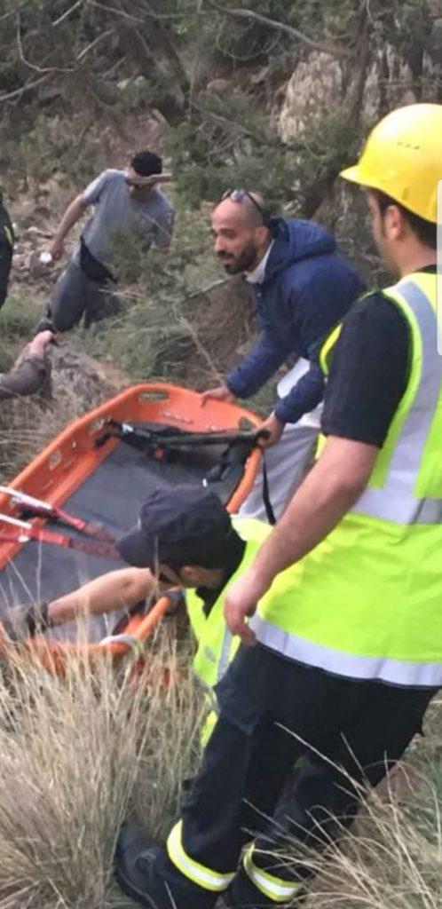 مدني أبها يباشر احتجاز شاب في أحد الجبال الوعرة