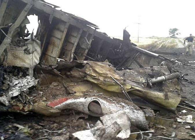 انتشال 186 جثة من تحت حطام الطائرة الماليزية