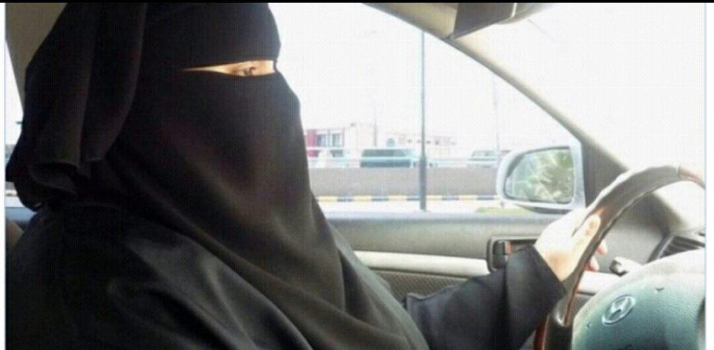 إنشاء أول مدرسة لتعليم المرأة قيادة السيارة في جدة