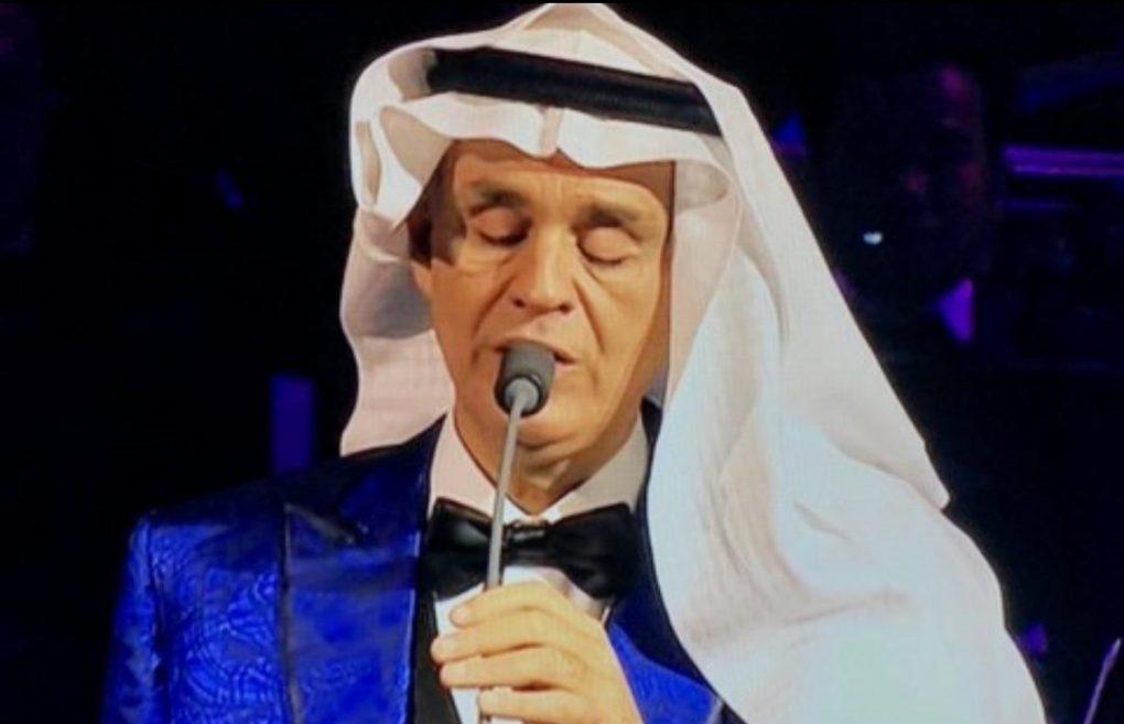 """شاهد.. الإيطالي بوتشيلي يغني بـ """"الغترة والعقال""""  في مهرجان طنطورة"""