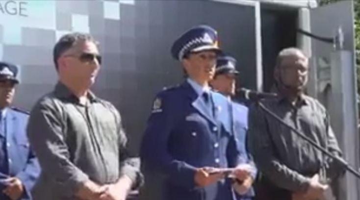 فيديو.. مديرة شرطة نيوزيلندا تكشف مفاجأة غير متوقعة بعد مجزرة المسجدين الإرهابية!
