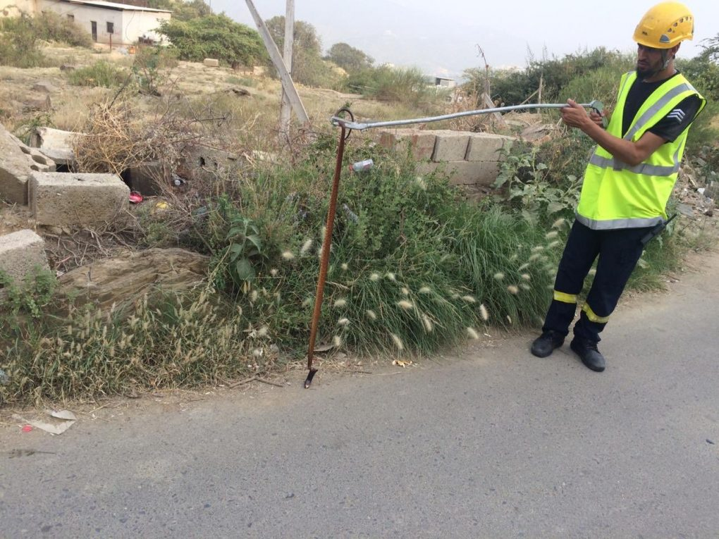 """وفاة مواطن وإصابة ابنته بسبب """"أفعى"""" في المندق"""