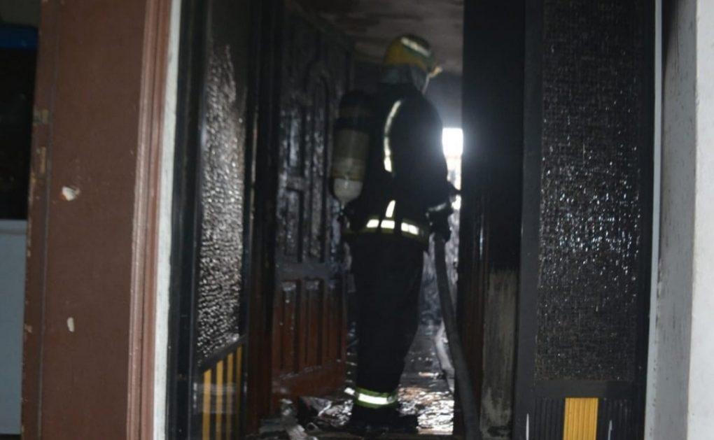 إخلاء 10 أشخاص إثر حريق شقة سكنية بجدة