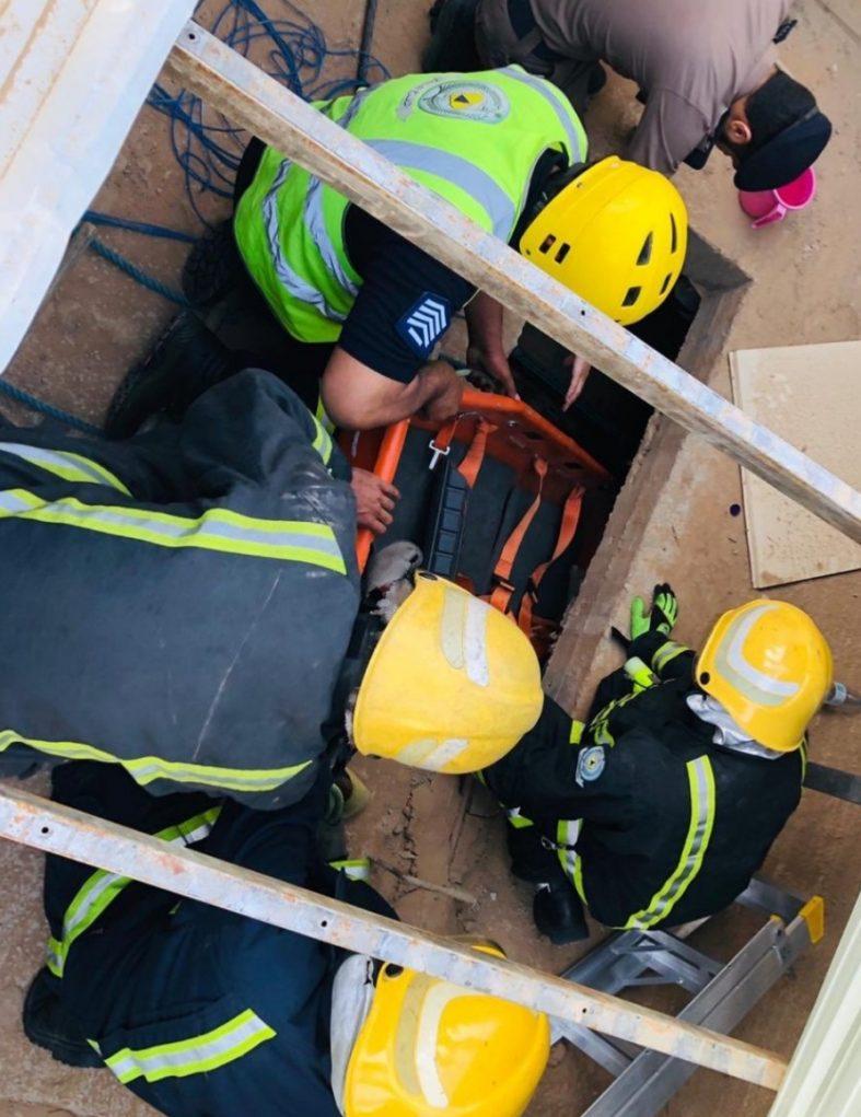 سقوط عامل داخل غرفة خزانات محطة وقود في بريدة