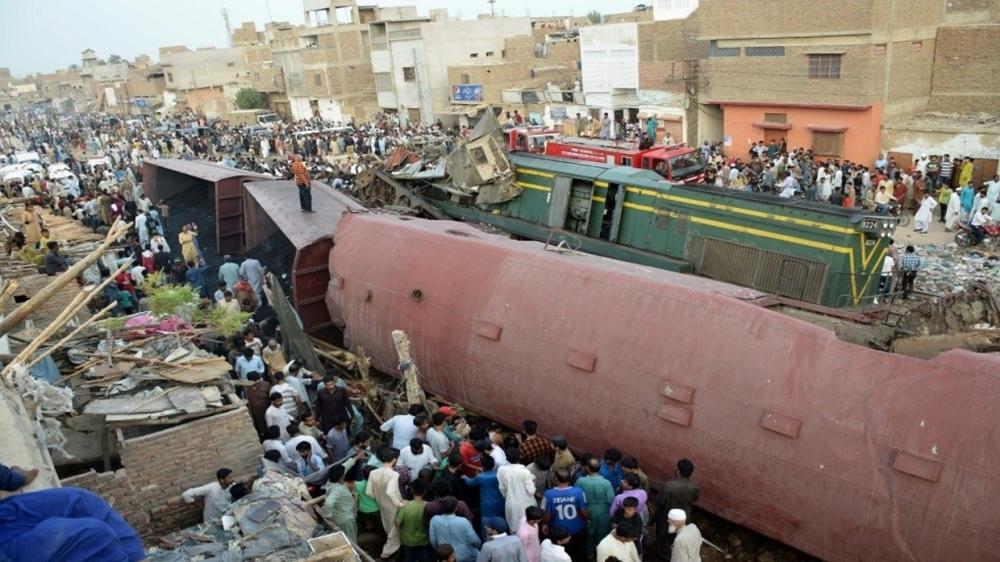 78 بين قتيل وجريح في اصطدام قطارين بباكستان